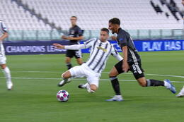 Penalty: Juventus Turin 0 - 1 Lyon 12' Depay
