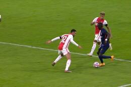 Penalty: Ajax Amsterdam 3 - 1 Midtjylland 81' Mabil