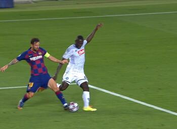 Goal: FC Barcelona 3 - 0 SSC Napoli 45' Suarez