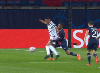 Penalty: Paris SG 0 - 1 Manchester United 23', Fernandes