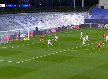 Own Goal: Real Madrid 0 - 2 Sh Donetsk 33' Varane