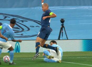 Penalty: Manchester City 1 - 1 FC Porto 21' Agüero