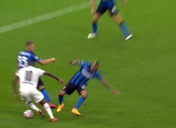 Penalty: Inter Milan 1 - 1 Borussia M'Gladbach 63' Bensebaini