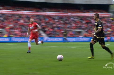 Own goal: Standard 3 - 1 Moeskroen 50', Laifis