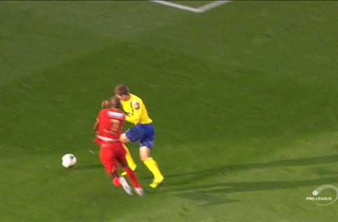 Penalty: Royal Antwerp  2 - 0 Saint-Trond 55', Mbokani