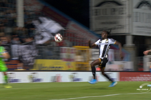 Penalty: Sporting Charleroi 1 - 0 KRC Genk 26' Morioka