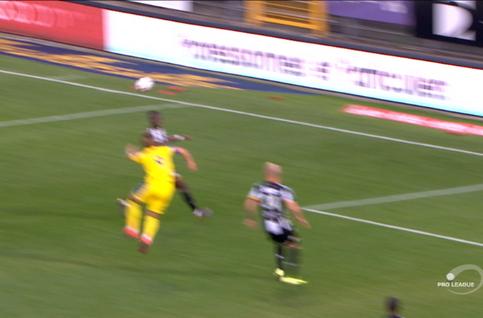 Penalty: Charleroi 0 - 2 Saint-Trond 68', Botaka