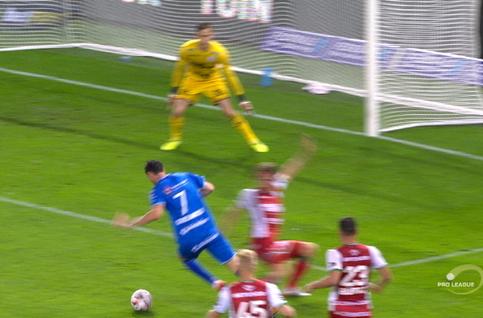 Penalty: SV Zulte Waregem 1 - 1 La Gantoise 33', Yaremchuk