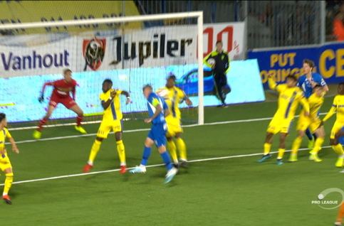 Penalty: Saint-Trond 0 - 2 Genk 48', Hagi